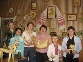 Раїса Павленко (посередині) з вихованцями
