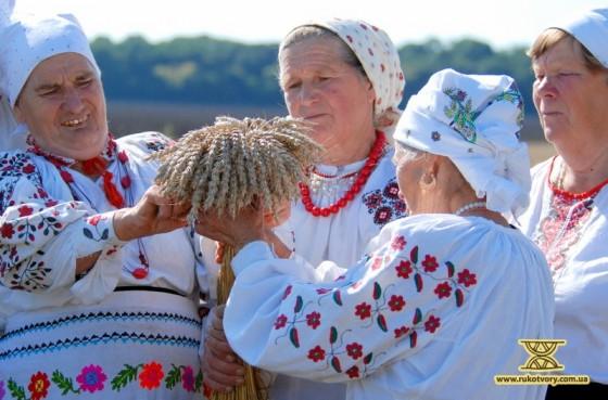 Зараз по селах співають тільки жінки