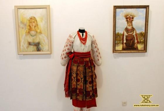 Українські костюми персонажів К.Білетіна домальовує з альбомів та манекенів