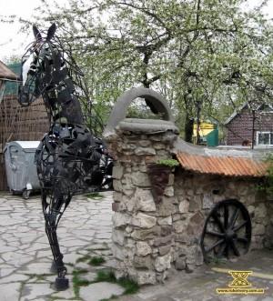 Кінь з вогню й металу