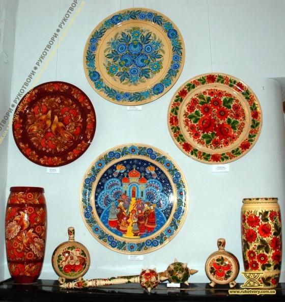 З виставки Петриківського розпису В.Панко та Г.Назаренко в музеї Гетьманства у Києві