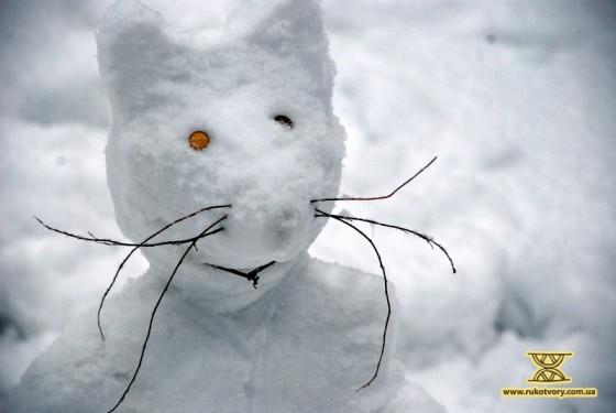 кіт зі снігу