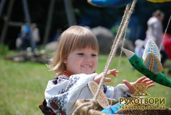 Дівчинка на фестивалі Орелі