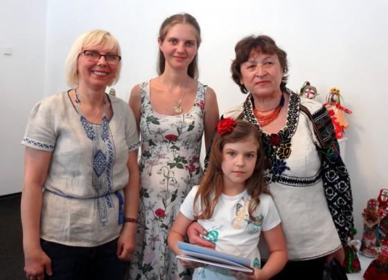 Галина Дудар, Лідія Колесник, Алла Шушкевич з онукою