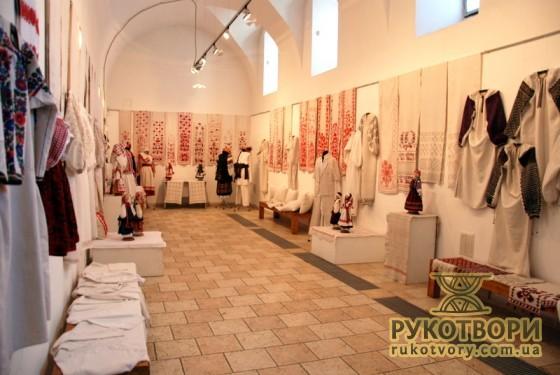 Ювілейна виставка Ю.Мельничука в Музеї Івана Гончара