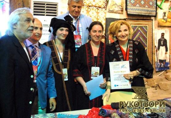 Грузинські художниці з високопосадовцями турецького міста Бююкчекмедже