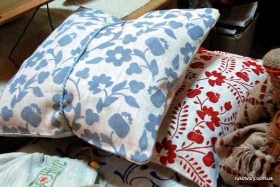 Лляні подушки, наповнені сіном. Автор - Ольга Костюченко (Чернігів)