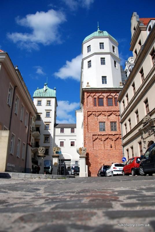 Вигляд замку з центрального входу
