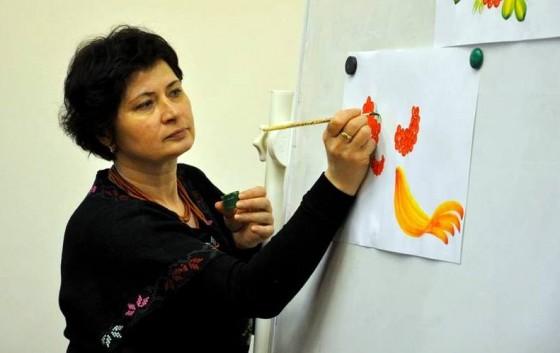 Галина Назаренко під час показу майстер-класу. Фото з фб-сторінки Ніни Бурневич