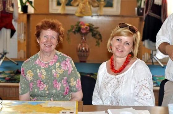 Ірина Свйонтек та Інна Залізнюк під час семінару з вишивки в Івано-Франківську. Фото з ФБ-сторінки Інни Залізнюк