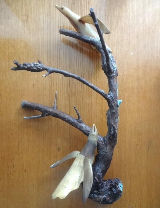 Композиція із пташок на гілці (ріг, дерево)