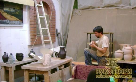 Гончарів намагаються виселити з майстерні на столичному Подолі