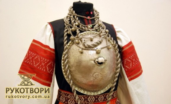 National costumes of Estonians were presented in Ukraine