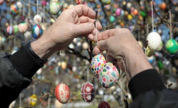 Tree decorated with 10.000 Easter eggs