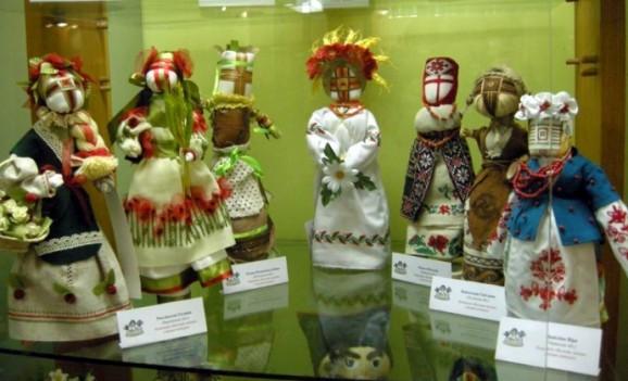 Огляд виставки за підсумком конкурсу української народної ляльки