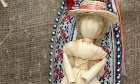 У Черкасах презентували виставку народних ляльок, створених дітьми з усієї України