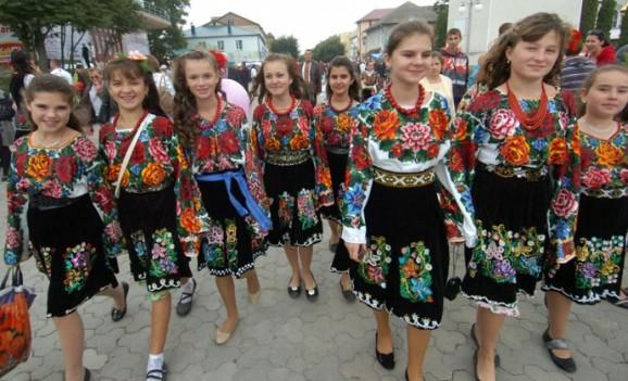 У Тернополі випусників у найкращих вишиванках відзначать преміями по 500 грн