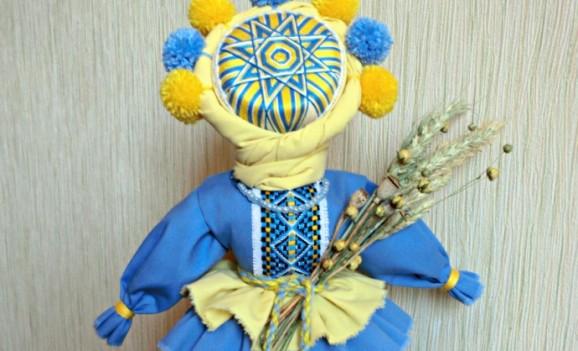 Виставка ляльок Інни Івінської у Дніпродзержинську