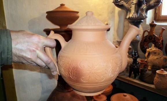 Глиняний чайник в культурі харчування українців