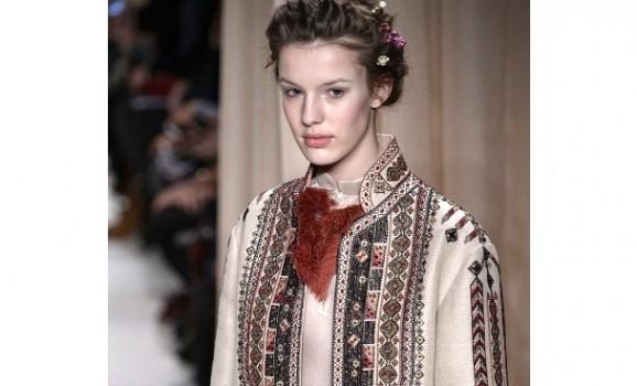 Valentino приголомшив модною колекцією вишиванок та жупанів у Парижі