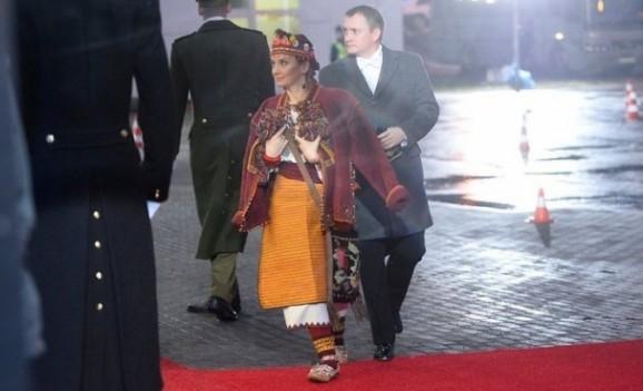 Голова МЗС Естонії прийшла на прийом у гуцульському вбранні