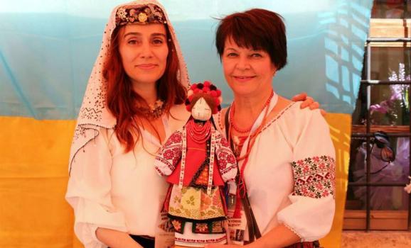 В Туреччині відбувся ляльковий фестиваль за участі української майстрині