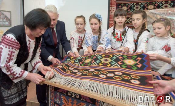 У Кропивницькому презентували ткану карту області (ФОТО)