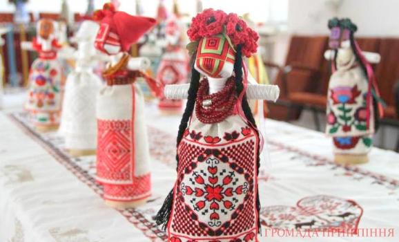 Виставка «25 сестер незалежності»: ляльки-мотанки у Коцюбинському
