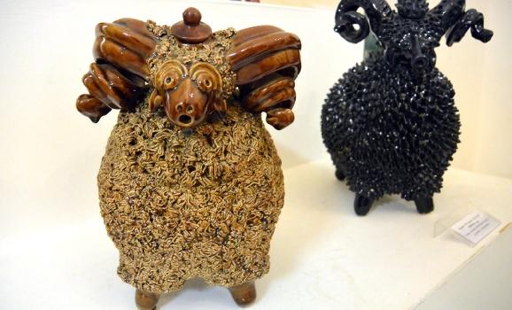 Керамічні баранці та леви Дмитра Головка