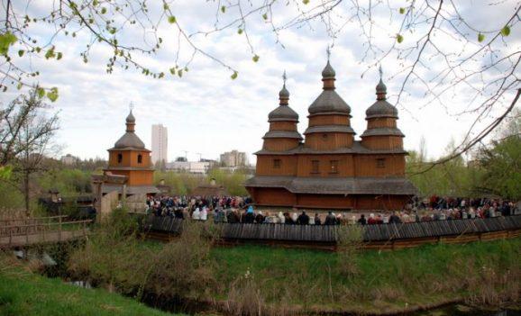 Великдень на Мамаєвій Слободі у Києві