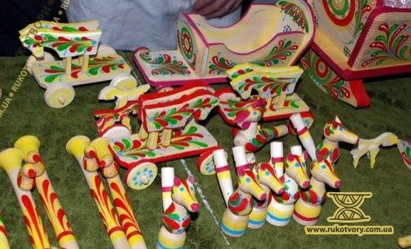 Виставка витинанок та народної іграшки