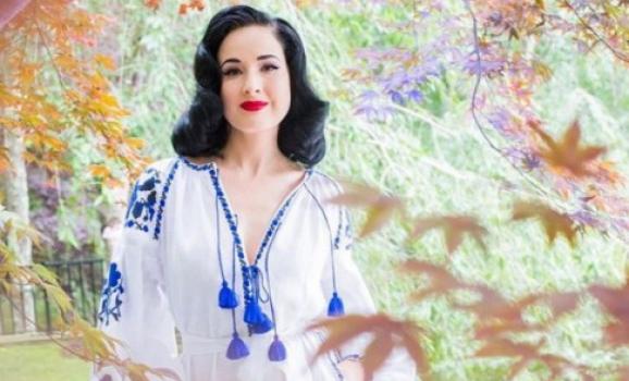 Американська актриса прийшла на благодійний вечір в українській вишиванці