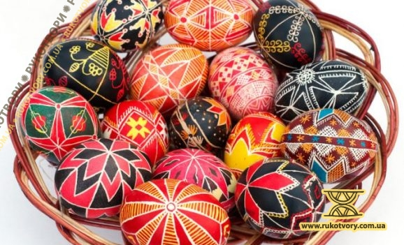 Larysa Golovnya: I ornament pysankas within the period between Candlemas day and Whitsunday