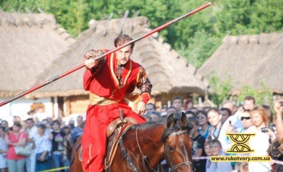 Козацькі забави на «Мамаєвій Слободі»
