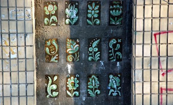 Закинута краса: керамічне декорування на старій «панельці» у Києві