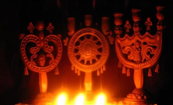 У Музеї писанкового розпису відкрилась виставка традиційних свічників-трійць