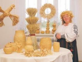 Марія Кравчук, відома майстриня соломоплетіння