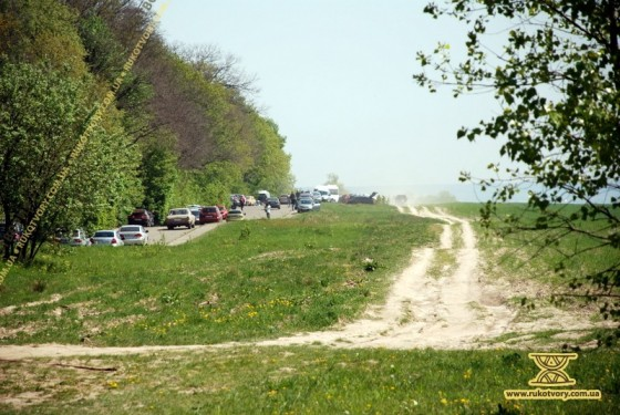 Дорога до Пирогова. З висоти водія позашляховика житнього поля не існує