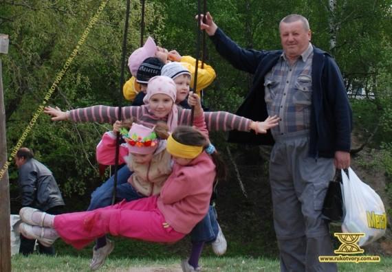 Ярмаркові гуляння в Пирогові також дітям на радість