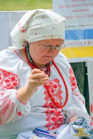Олена Упір, вишивальниця з Маріуполя
