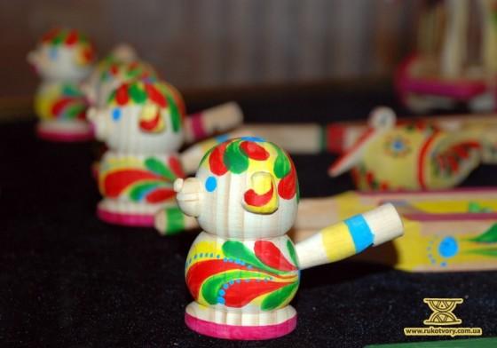 яворів, іграшки