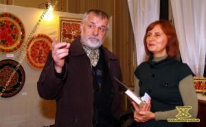Художниця Валентина Панко із заступником голови НСМНМУ Володимиром Титаренком