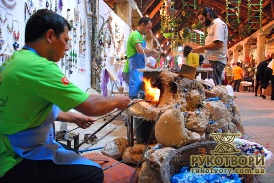 Nazar boncuk making