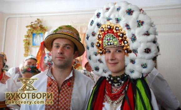 Найбільший весільний головний убір у наречених на Коломийщині