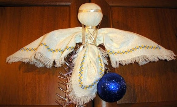 Передріздвяна виставка ангелів (кераміка, скло, текстиль)