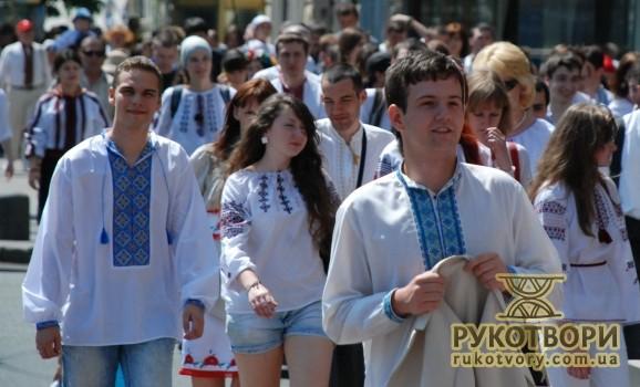 Парад вишиванок з Олегом Скрипкою