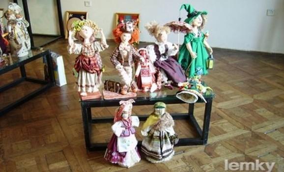 В Тернополі презентували лемківські ляльки