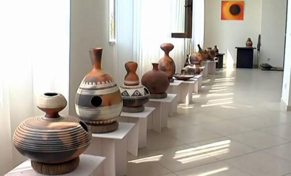 Полтавські майстри створили із глини музичні інструменти різних народів світу (ВІДЕО)