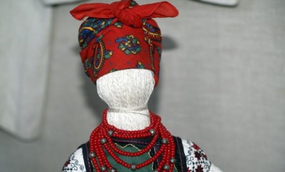 Виставка українського вишиття та ляльок в народному вбранні із приватної колекції Юрія Мельничука