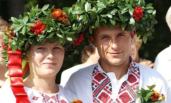 """Фольклорне дійство """"Осінь весільна"""" у Пирогові"""